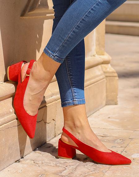 Los colores de zapatos que más van a llevarse este verano